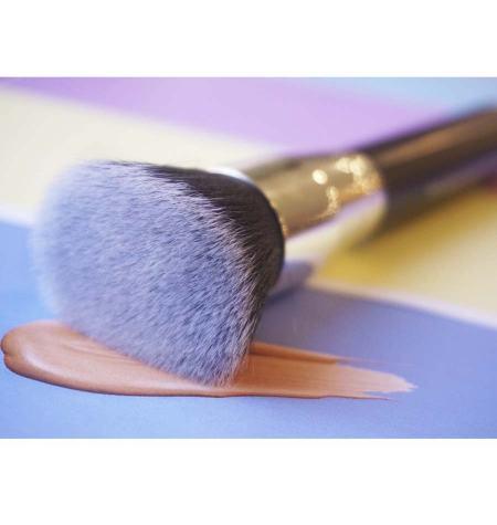Brocha maquillaje fluido. Pelo sintético