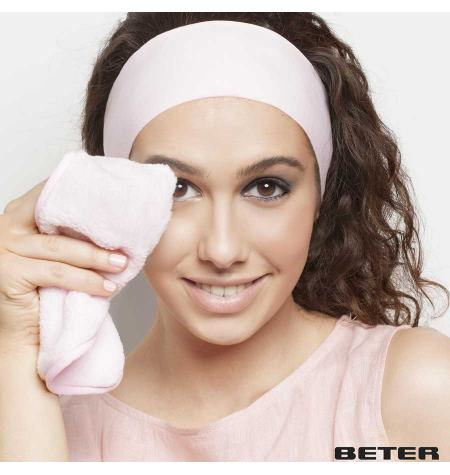 Cleansing experience: makeup remover towel and hair band