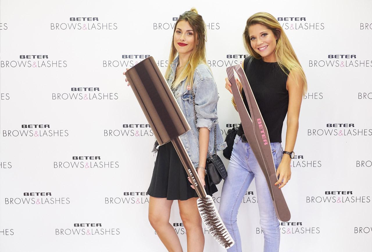 Siemprelsa y Martadicta en el photocall de la presentación de Brows & Lashes de Beter