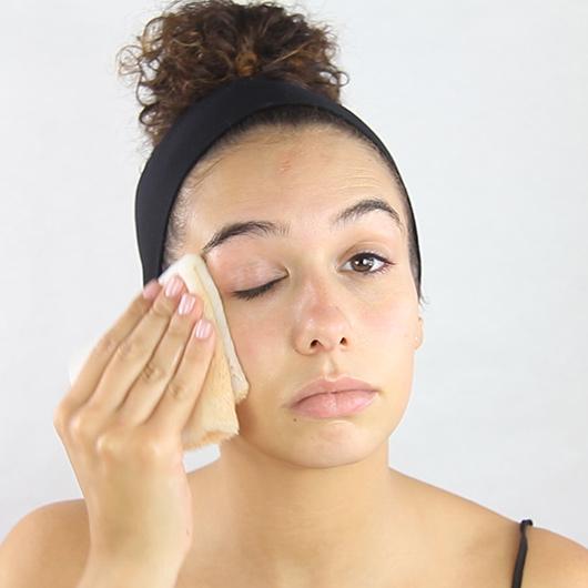 Como desmaquillarse la piel con la toalla konjac