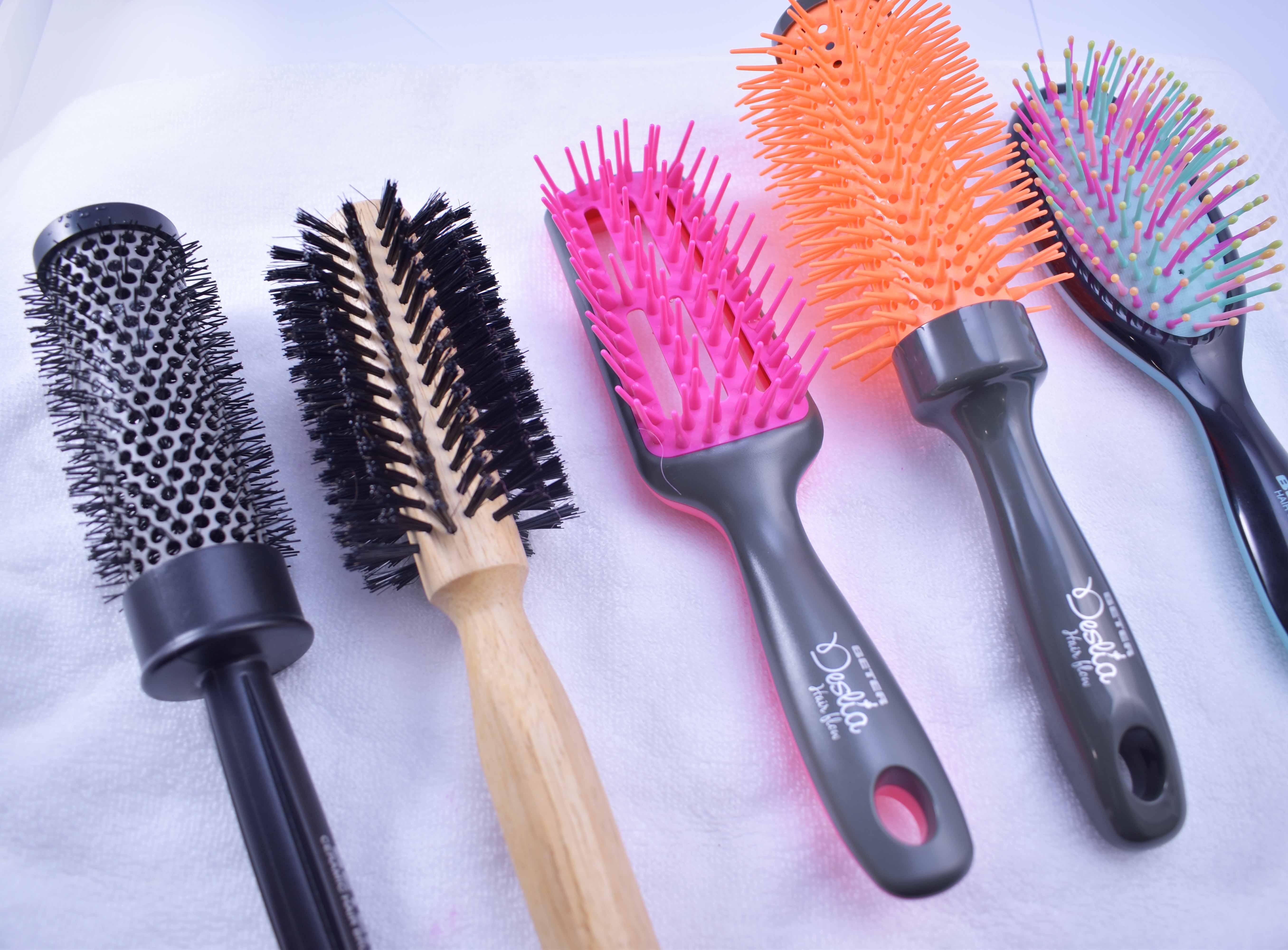 ¿Cómo limpias tus cepillos de cabello ?
